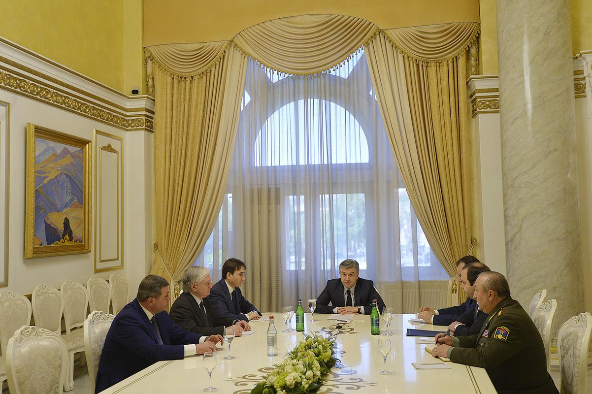Карен Карапетян на заседании Совета безопасности Армении: Внешние силы должны осознавать – весь аппарат продолжает обеспечивать нацбезопасность