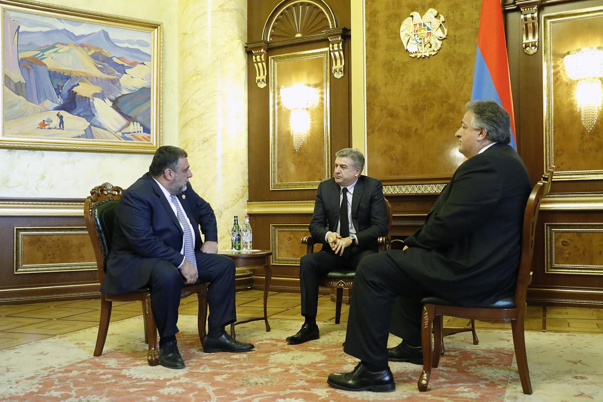 Карен Карапетян встретился с руководством фонда «Инициативы развития Армении» – Рубеном Варданяном и Нубаром Афеяном
