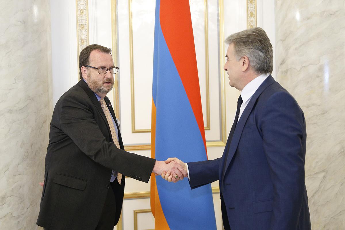 Правительство Армении отредактировало сообщение о встрече и.о. премьер-министра с послом США