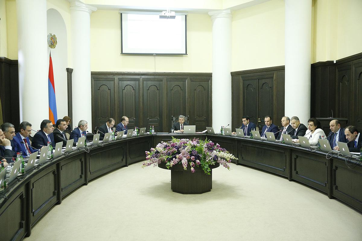 Карен Карапетян поручил соблюдать естественный режим работы правительства Армении и улучшить позитивные показатели 2018г.