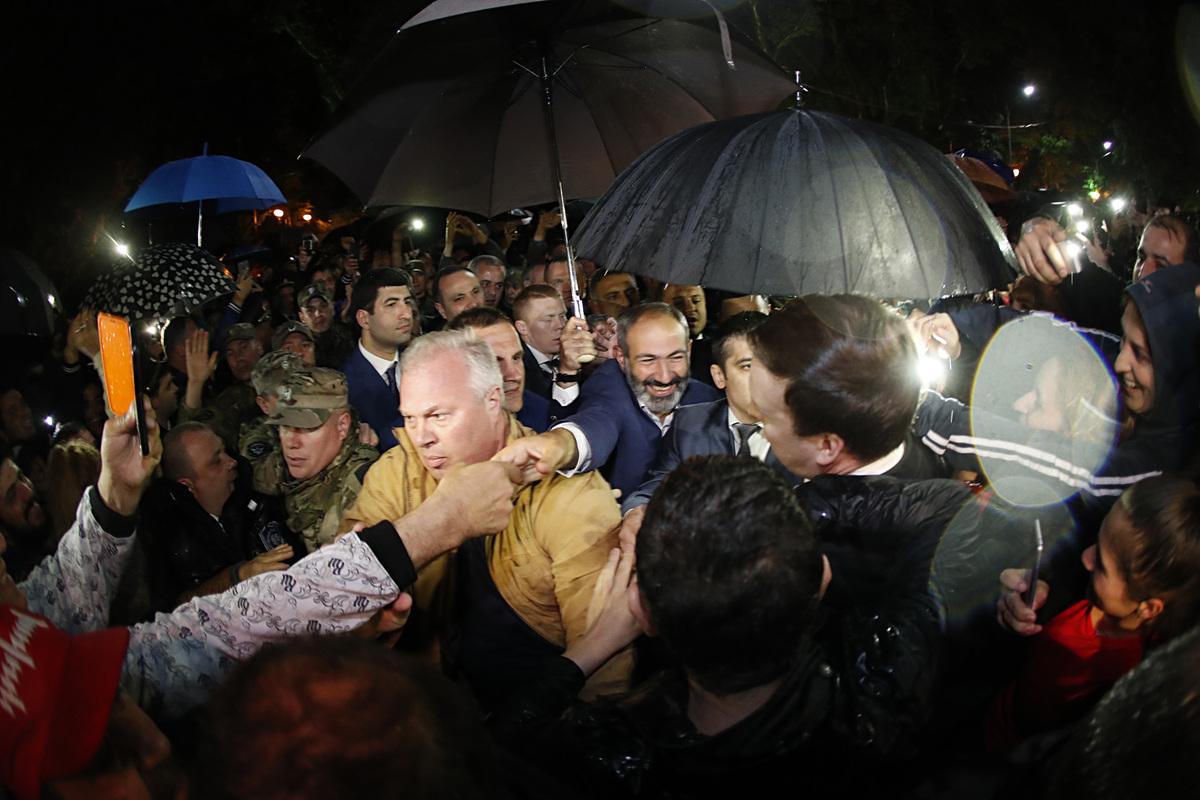 Никол Пашинян прибыл в Сочи: Его встретила армянская община
