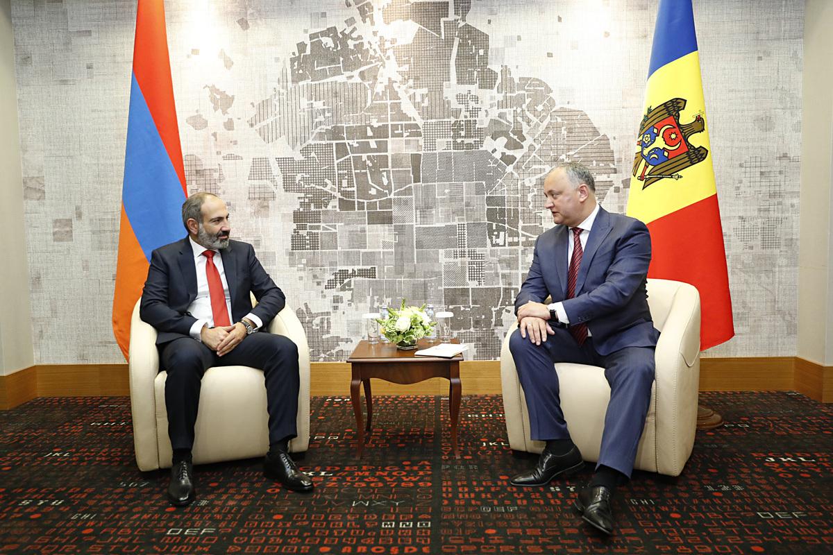 Игорь Додон пригласил Никола Пашиняна посетить Молдову