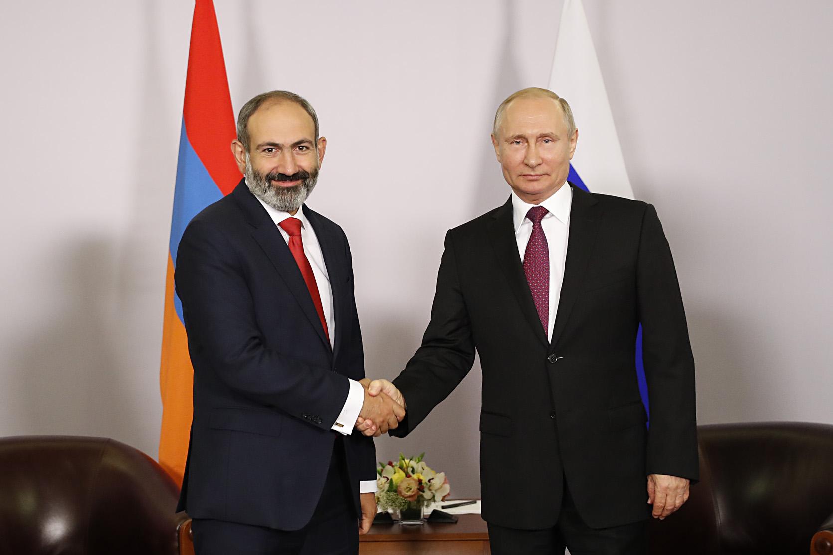 Pashinyan Putin ile ilgili görsel sonucu