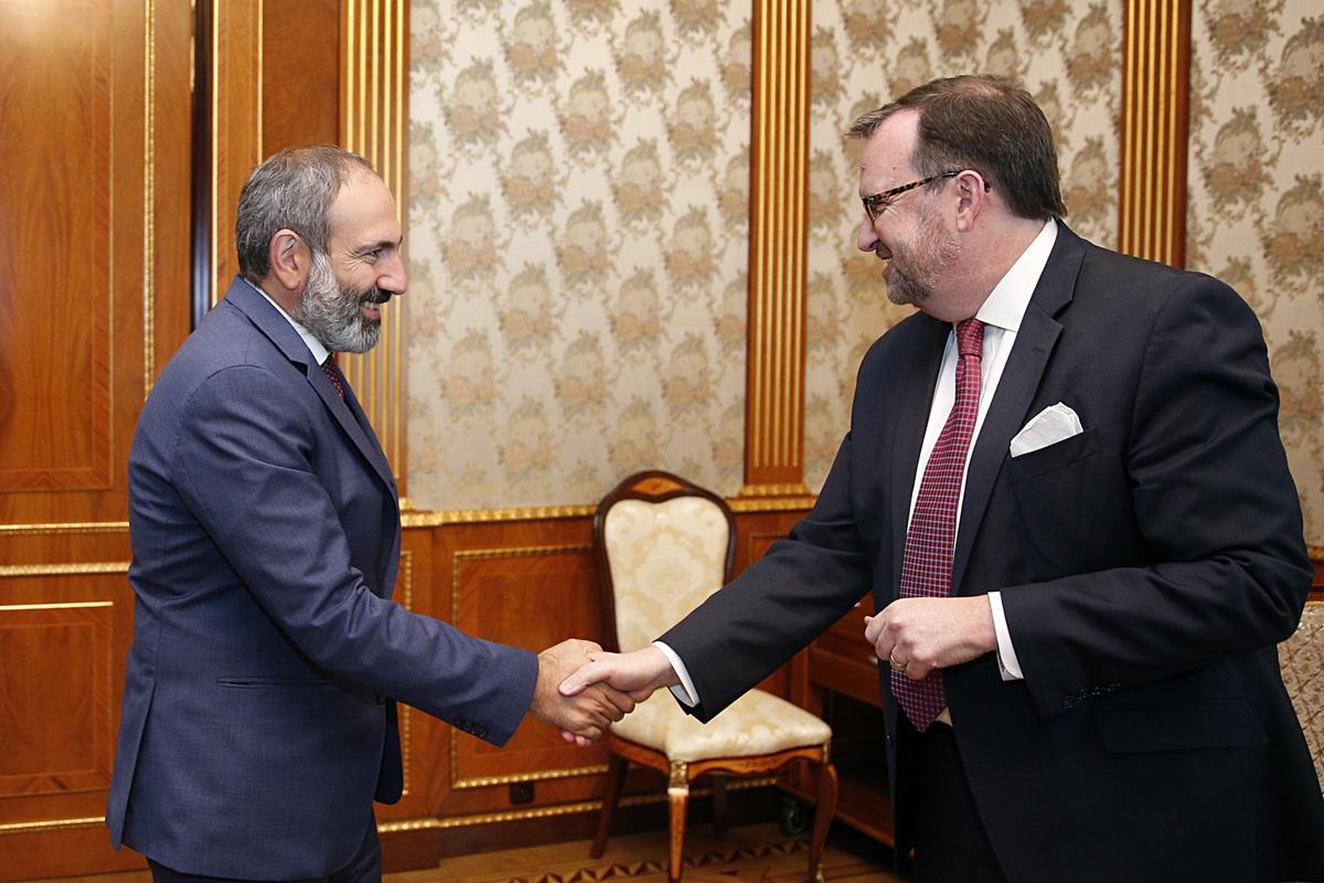 К России присоединились и США: содействие обществу Армении