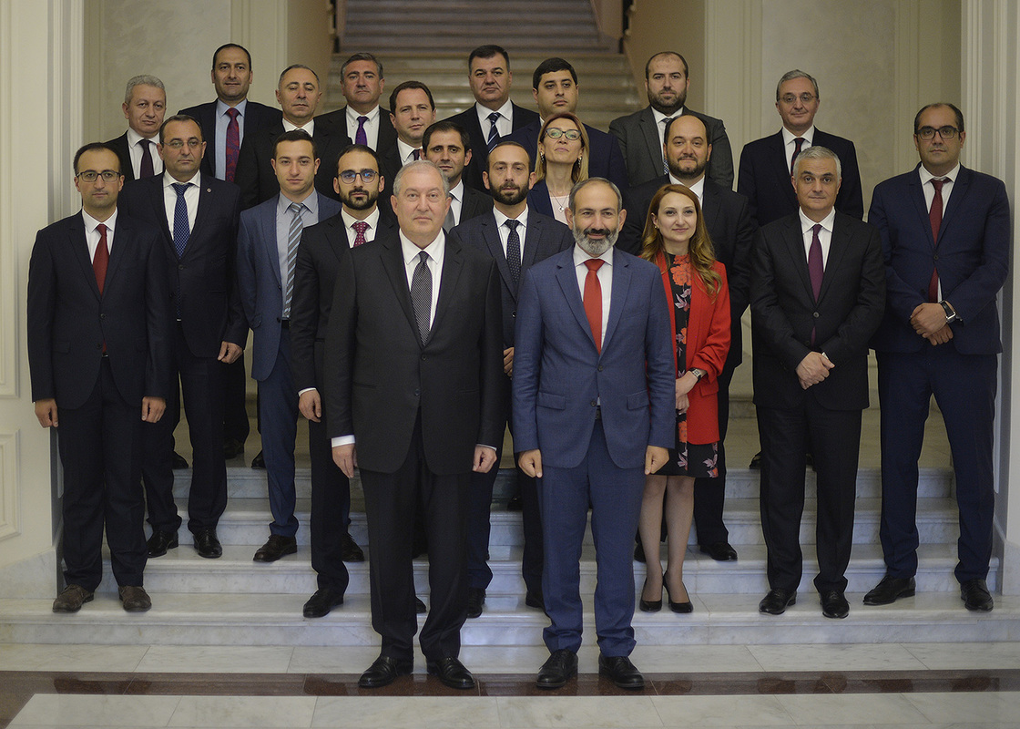 Члены правительства Армении принесли присягу в резиденции президента