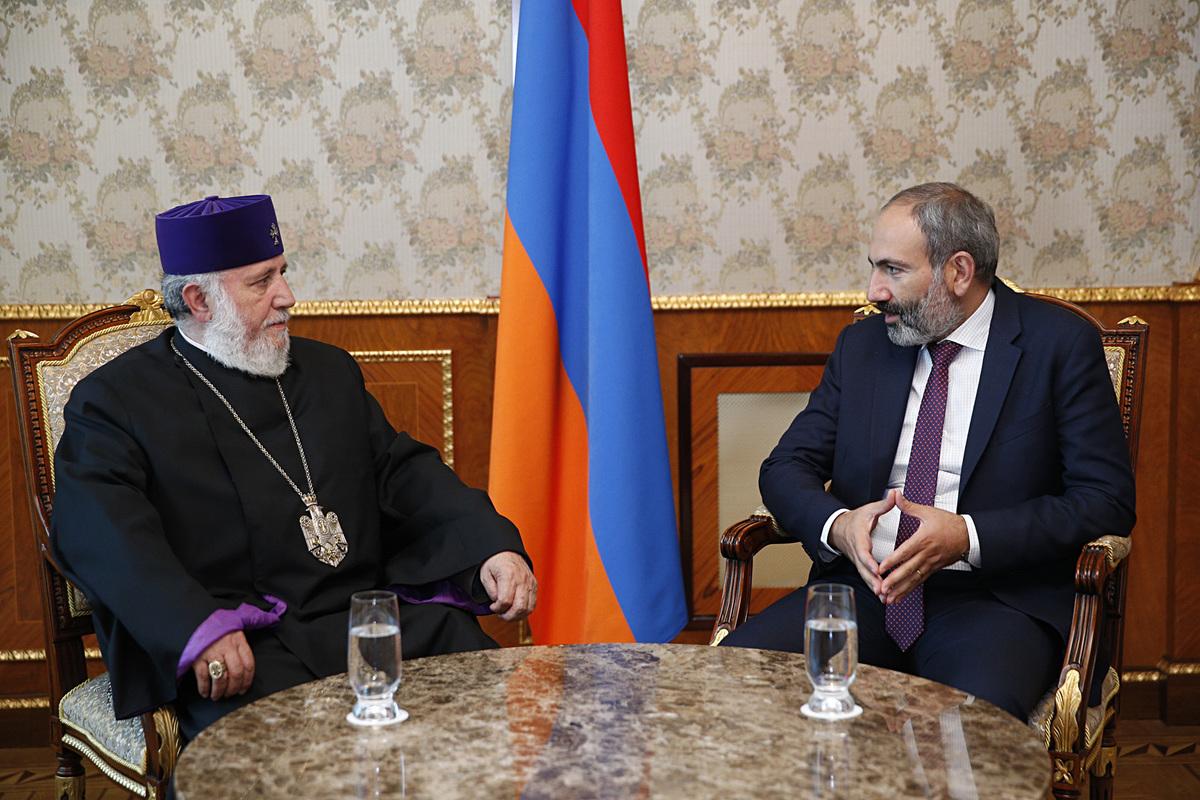 Премьер Армении принял католикоса всех армян Гарегина Второго