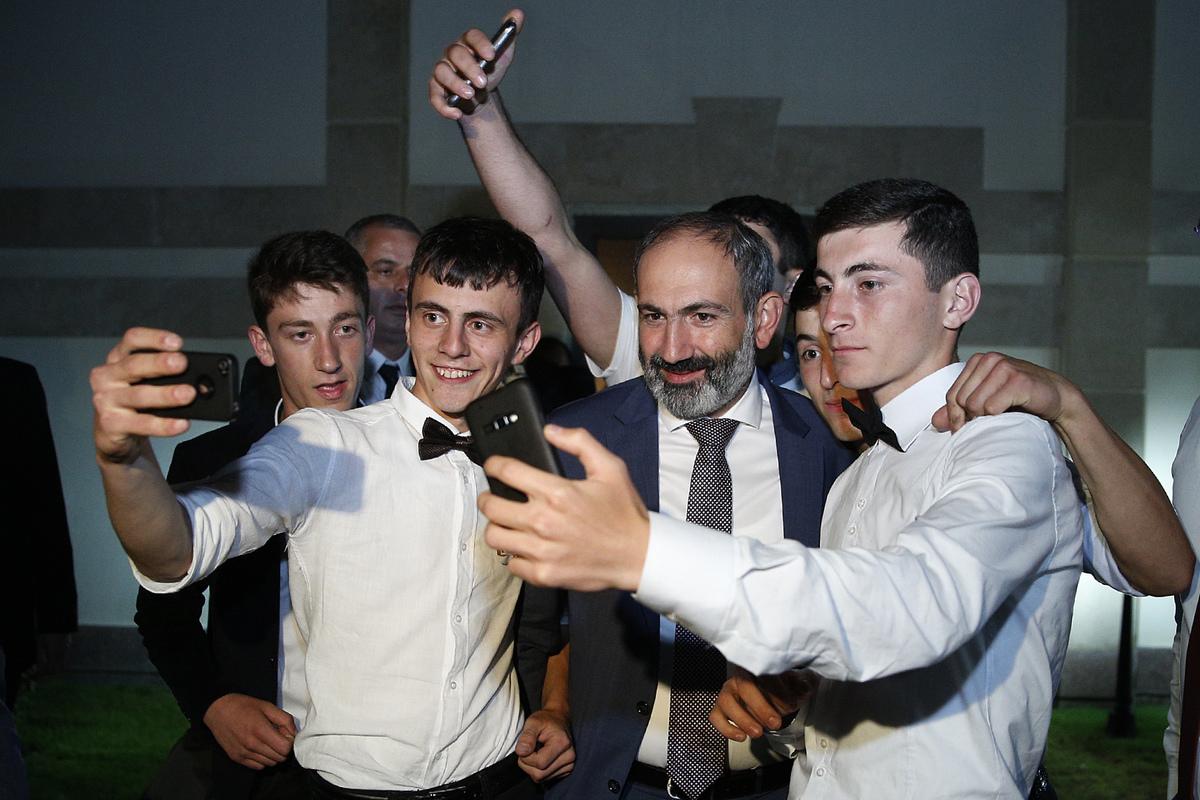 Никол Пашинян разрушает преграды
