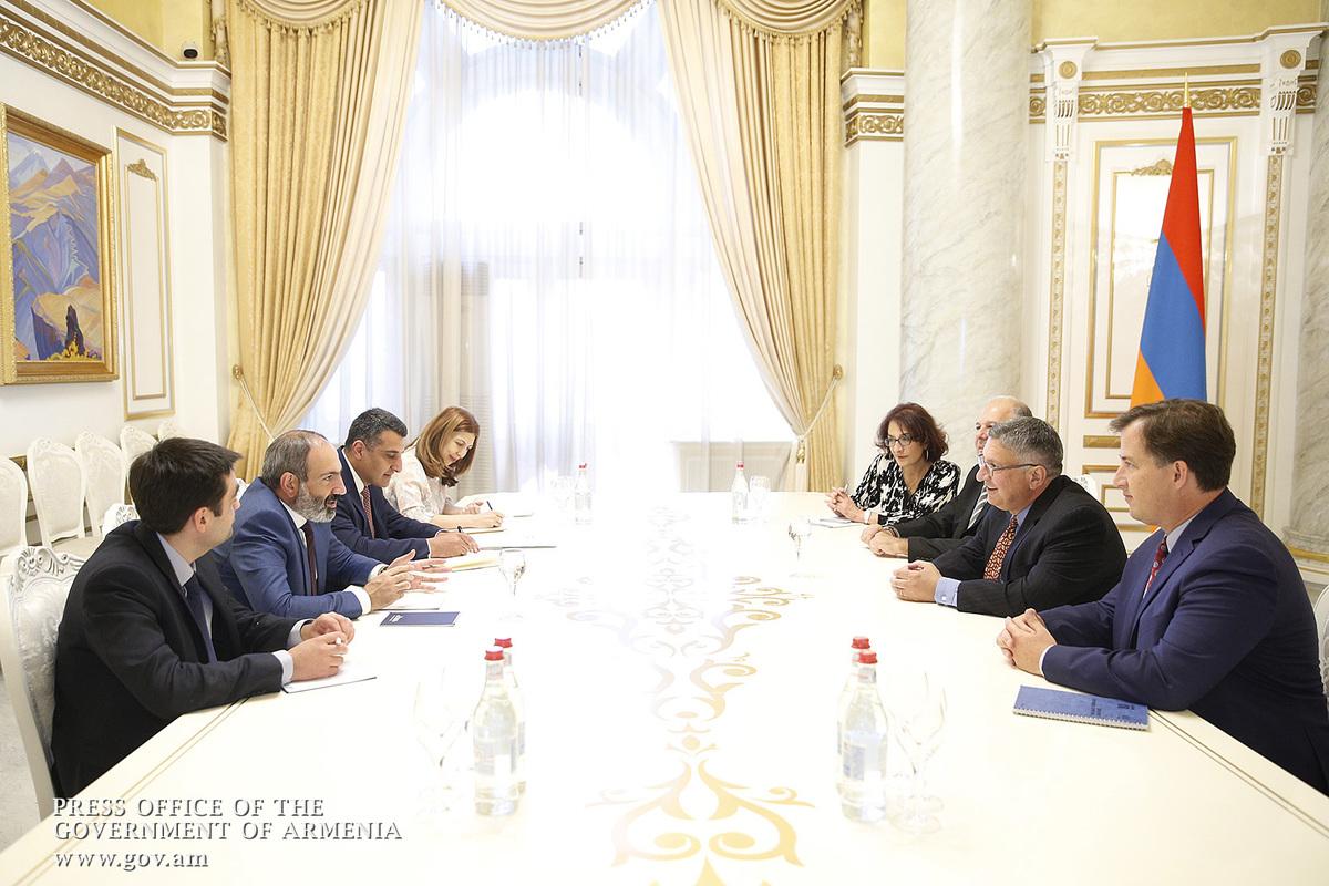 Пашинян обсудил с представителями делегации ААА вопросы всеармянской повестки