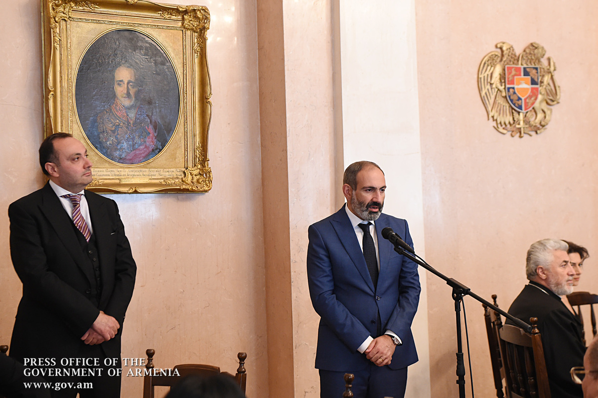 «Жаманак»: Премьер игнорировал посла Армении в РФ Вардана Тогояна