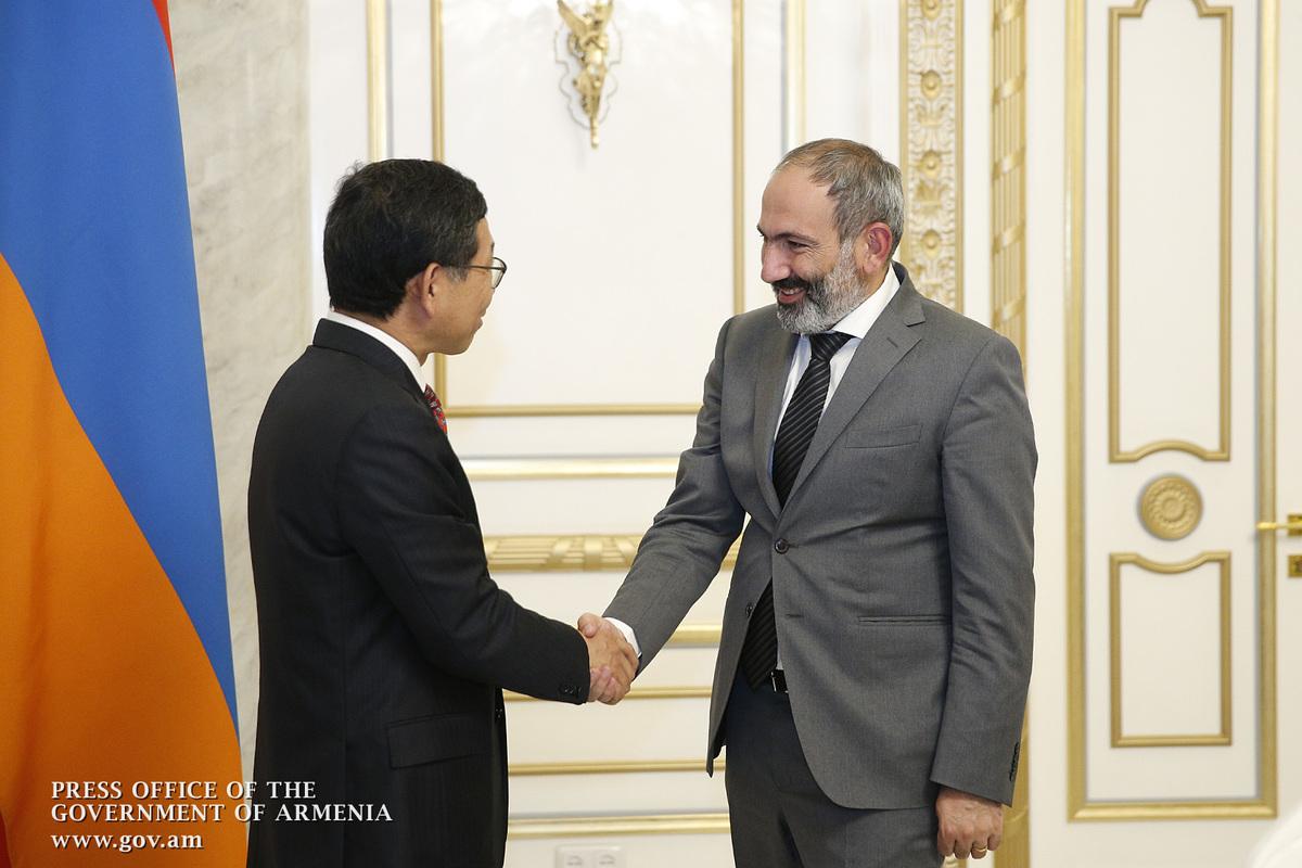 Никол Пашинян принял посла Китая в Армении