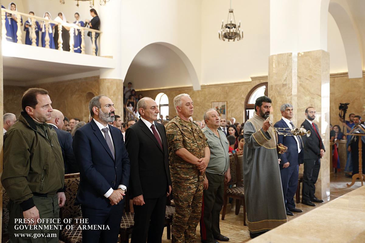 Никол Пашинян вместе с Бако Саакяном посетил церковь «Сурб Вардананк» в селе Чартар Мартунинского района