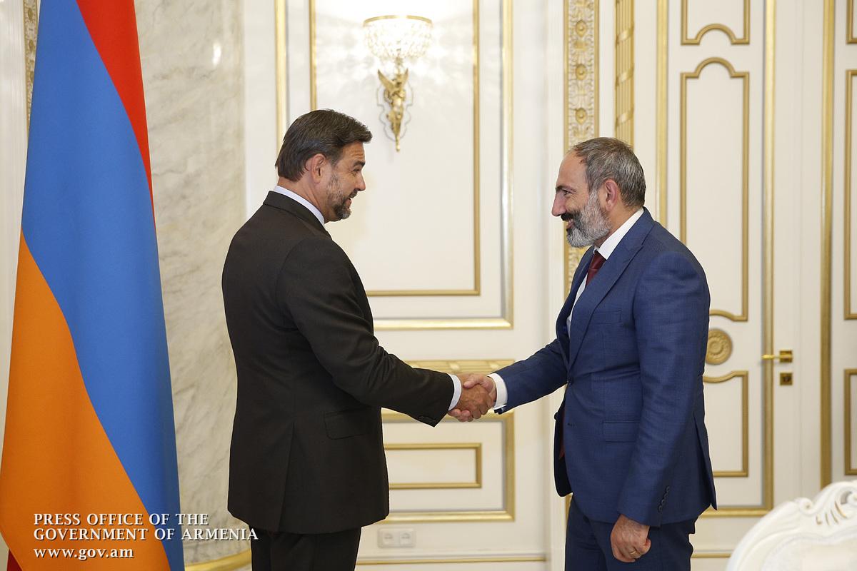 Пашинян обсудил с послом Чехии возможности чешских инвестиций в Армению