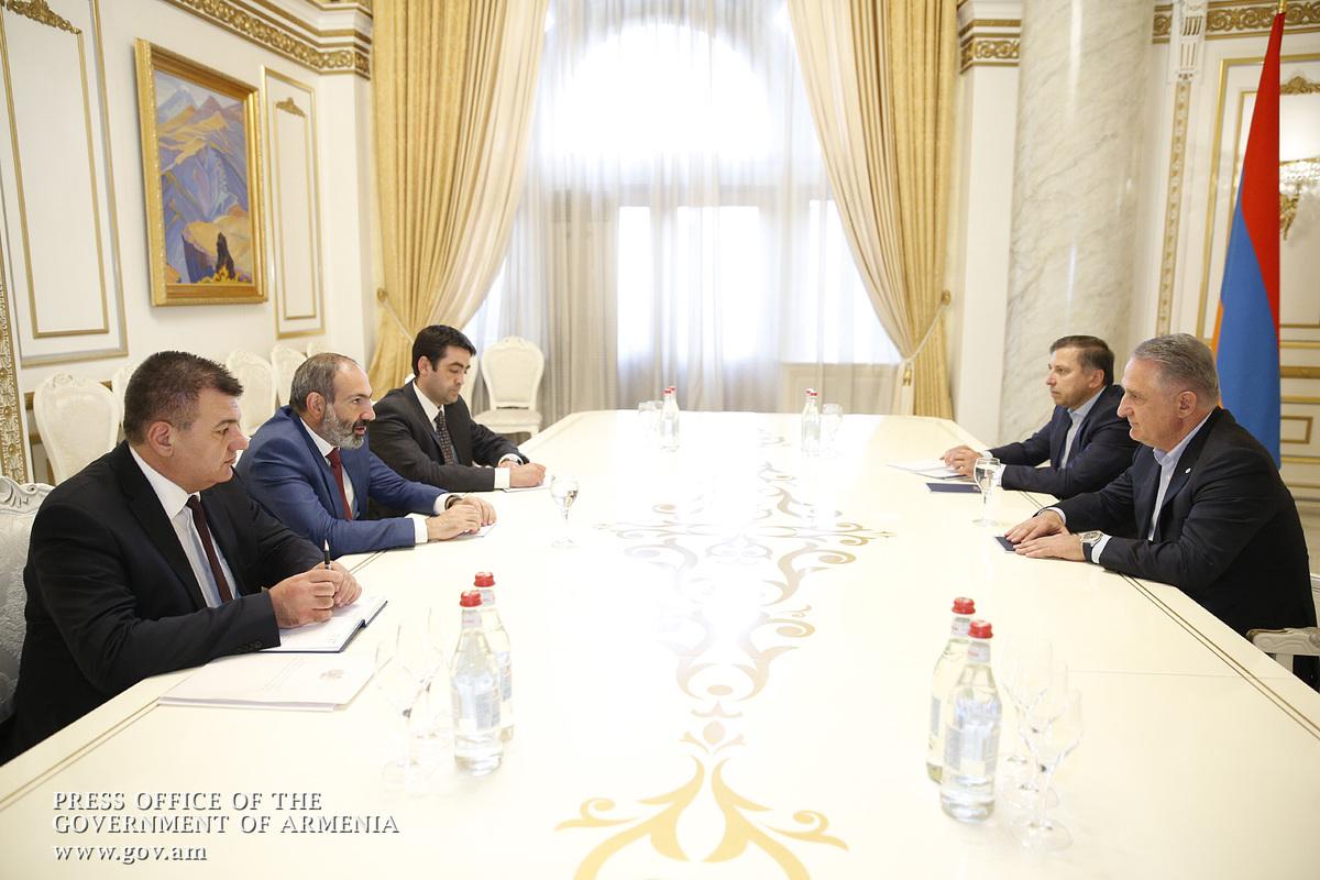 Пашинян отметил важность развития авиационной сферы в Армении