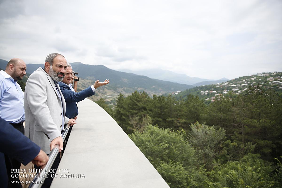 В Дилижане премьеру Армении Н. Пашиняну представили исследования Центробанка