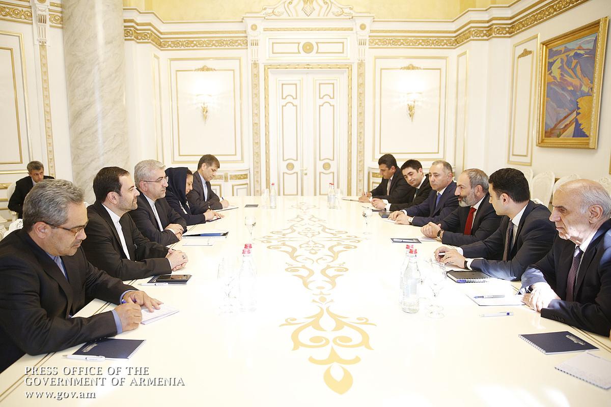 Роухани пригласил Пашиняна посетить Иран