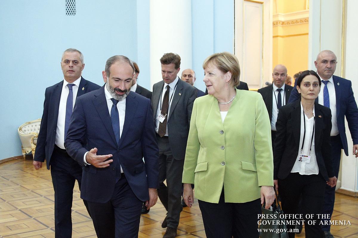 Премьер: После бархатной революции во внешней политике Армении поворотов не будет