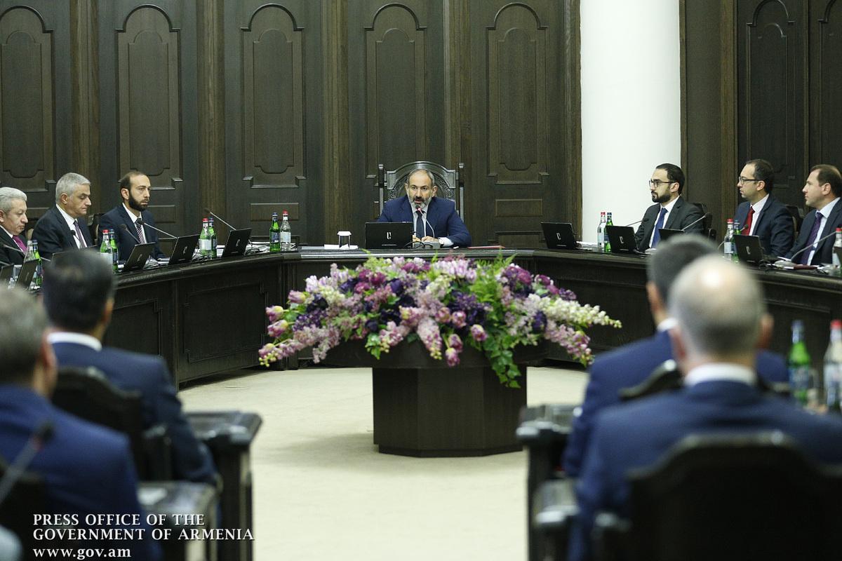 Премьер призвал уточнить понятие «агитационный материал» в проекте о криминализации предвыборных взяток