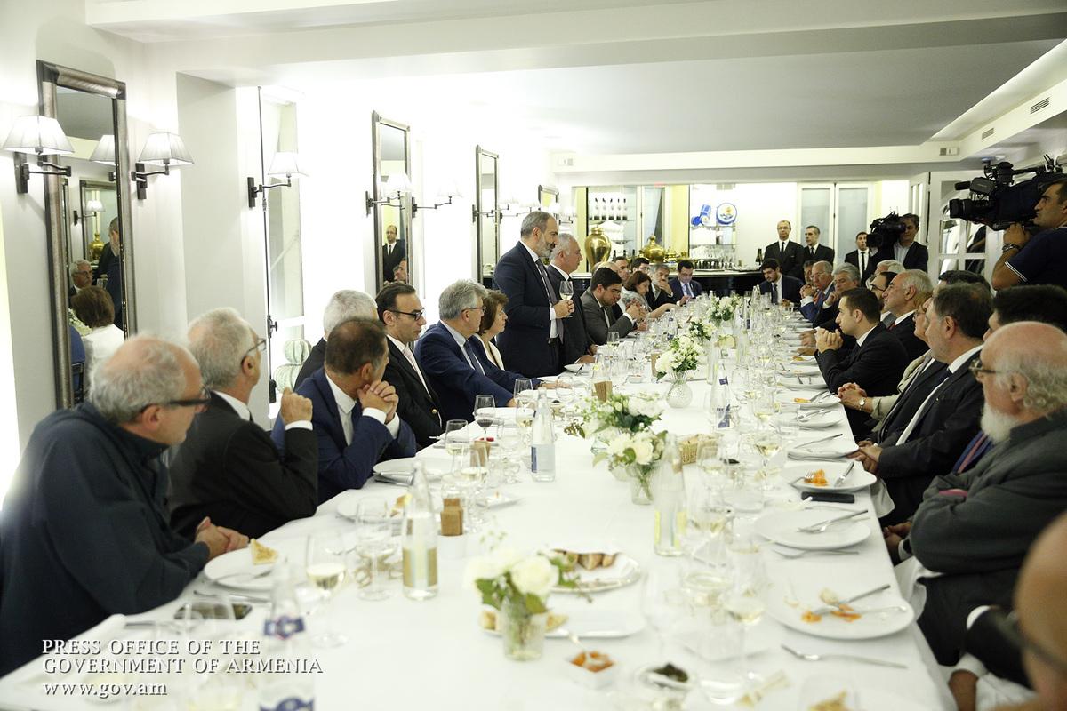 Во Франции Никол Пашинян встретился с армянской общиной