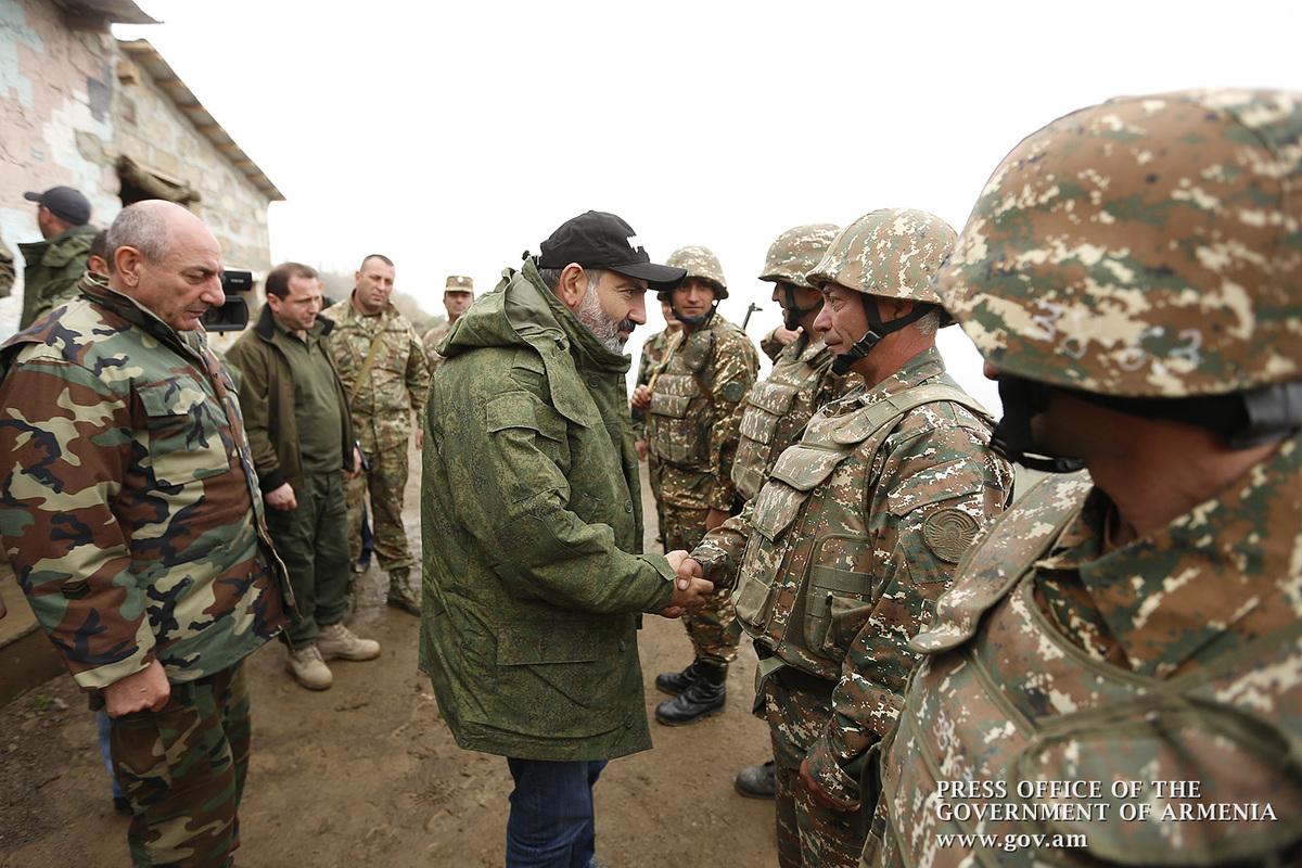 Премьер Армении и президент Арцаха побывали на передовой