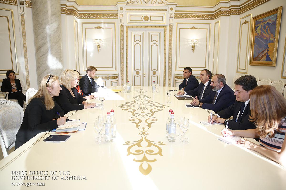 Никол Пашинян: Женщины играют важную роль в демократических процессах в Армении