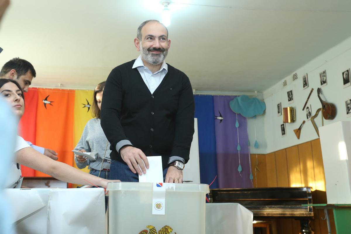 Премьер Армении Никол Пашинян проголосовал на выборах в Совет старейшин Еревана