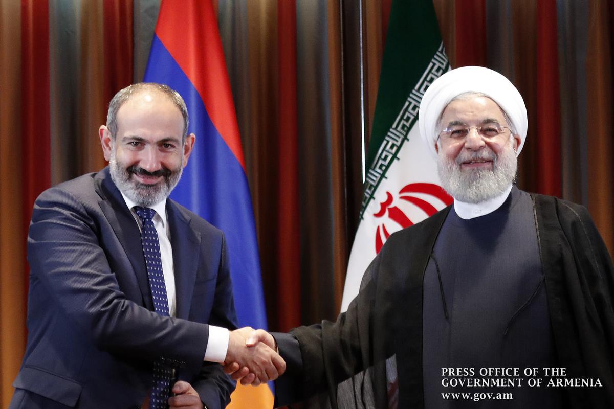 Хасан Роухани пригласил премьера Армении Никола Пашиняна посетить Иран