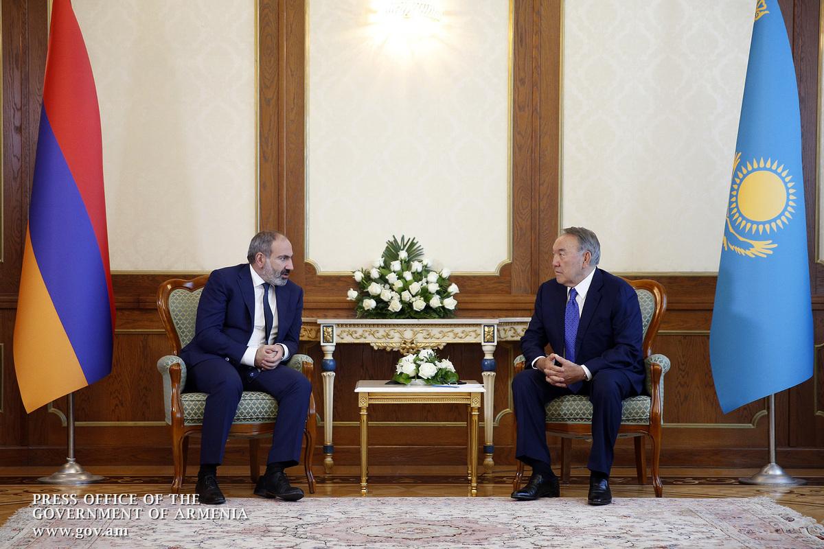 Назарбаев на встрече с Пашиняном: Казахстан является сторонником урегулирования вопросов путем мирных переговоров