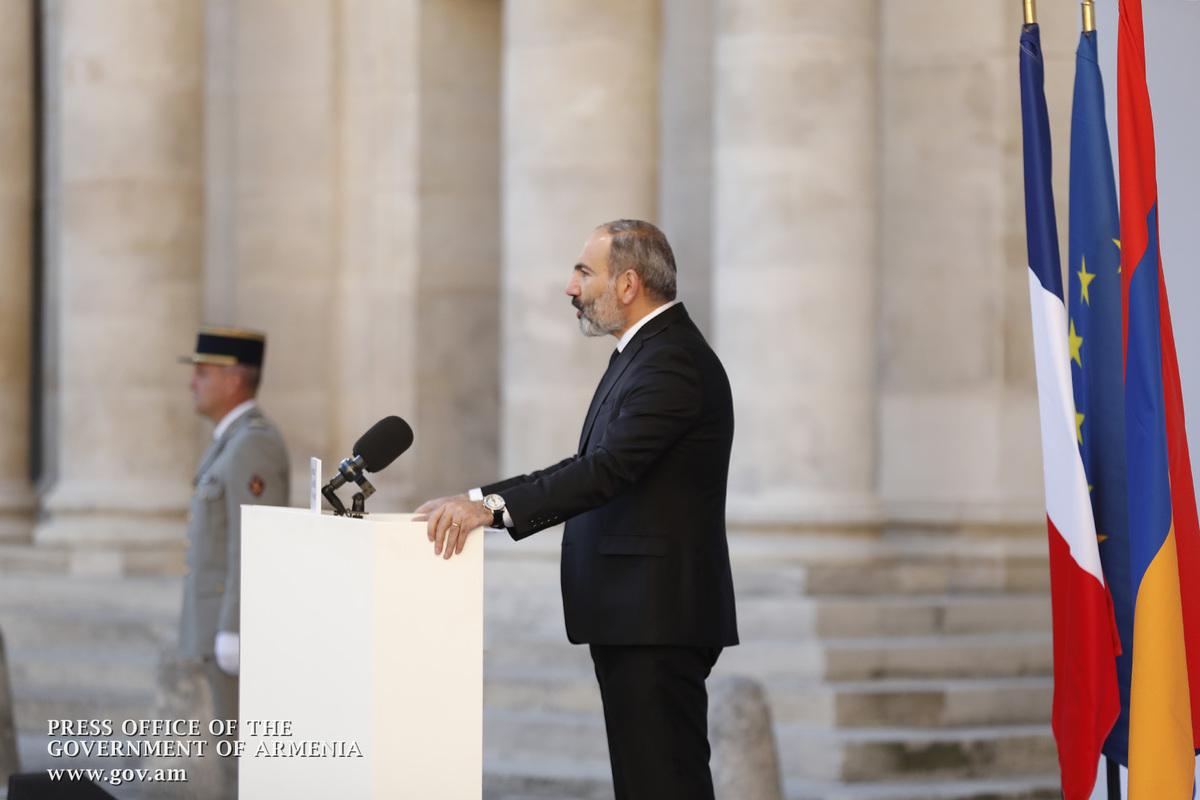 Премьер Армении: Азнавур – это тот человек, который поднял имя армян к новым высотам