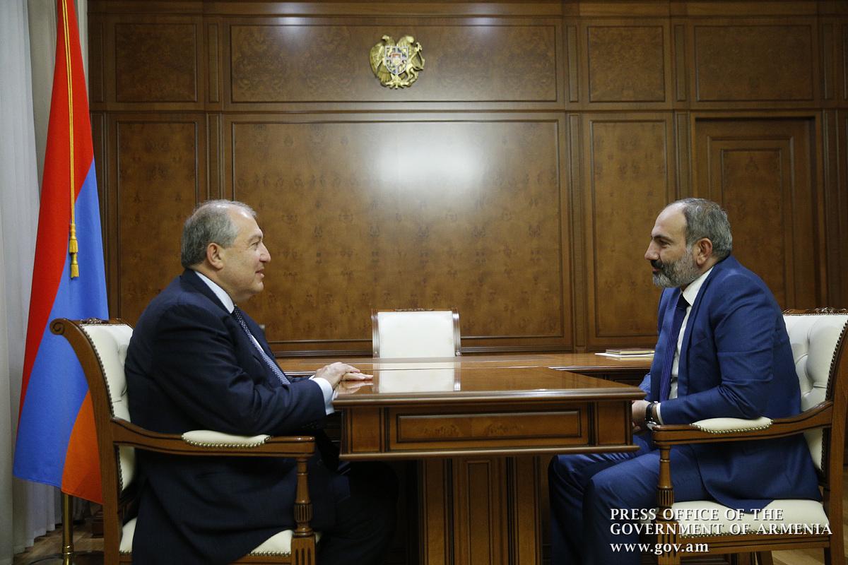 Армен Саркисян с Николом Пашиняном и Ара Баблояном обсудил внутриполитическую ситуацию