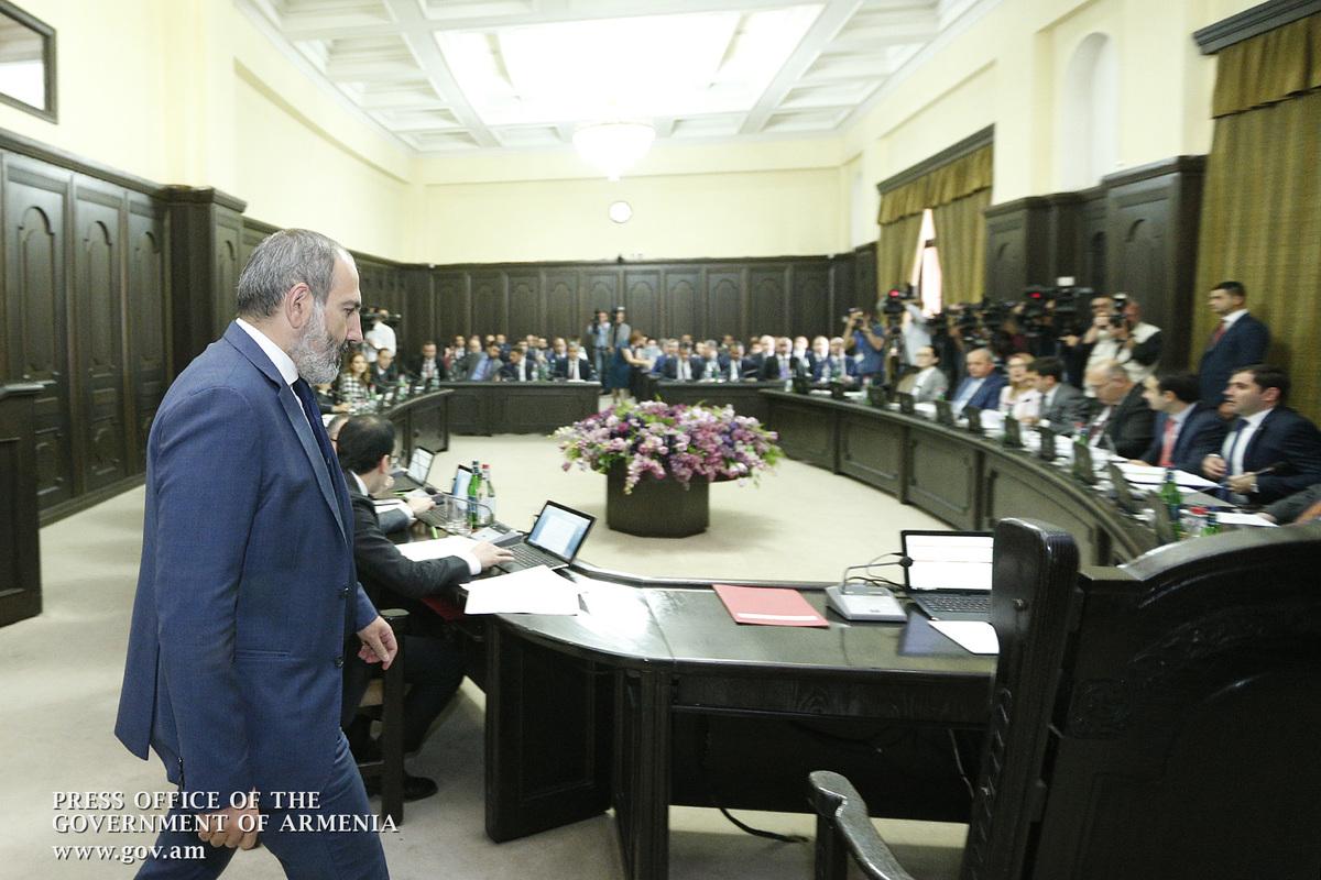 Правительство Армении предложило Национальному Собранию созвать 22 октября внеочередное заседание