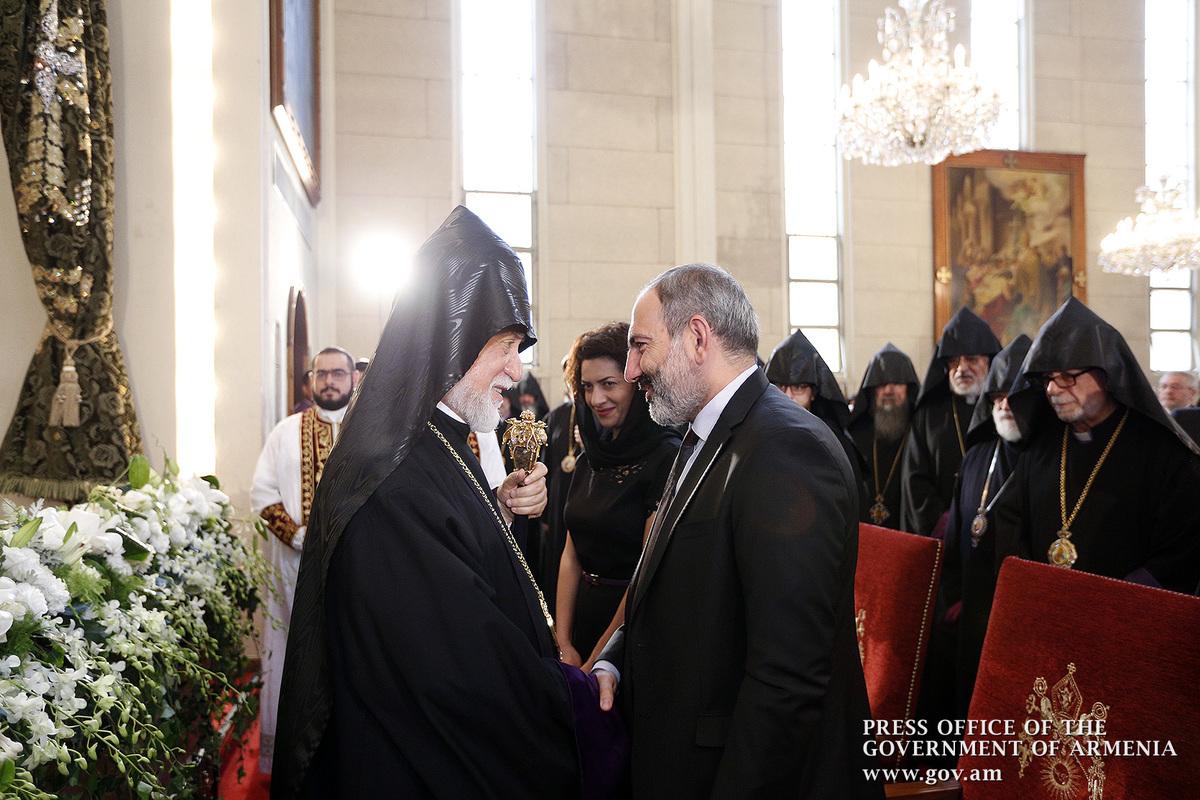 И.о. премьера Армении присутствовал на литургии, посвященной 50-летию со дня рукоположения Католикоса Арама I