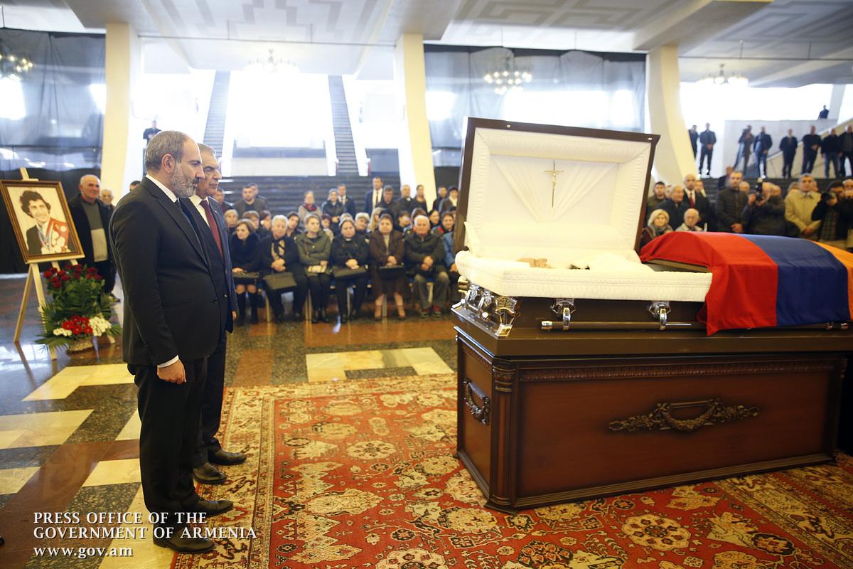 Никол Пашинян присутствовал на церемонии прощания с Юрием Варданяном