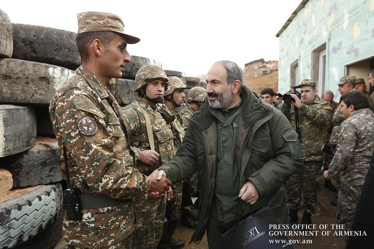 Никол Пашинян побывал на одной из боевых позиций и проследил за тактическими военными учениями