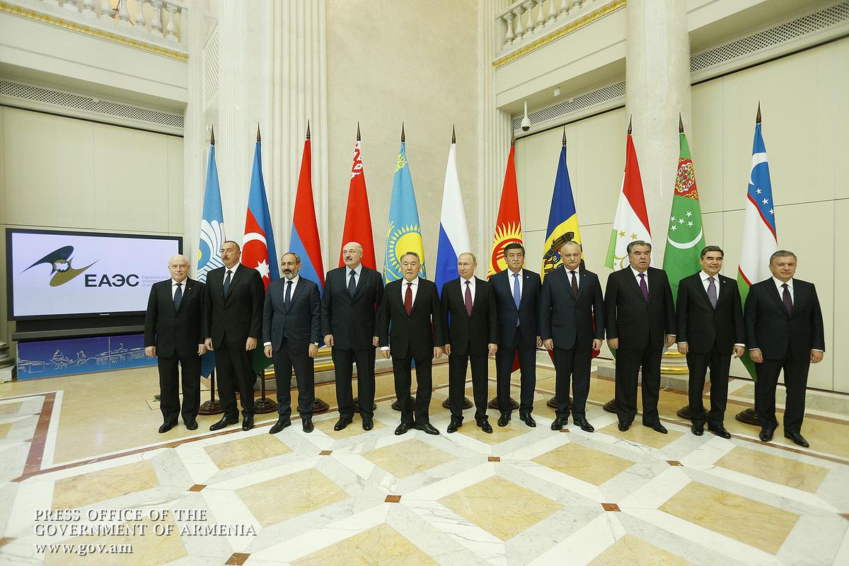 Никол Пашинян принял участие в неформальной встрече глав стран СНГ