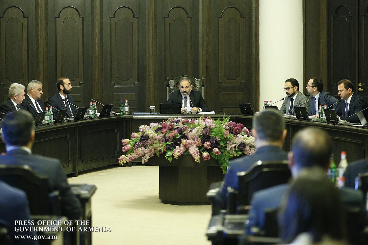 От занимаемых должностей освобождены заместители министров и вице-губернаторы