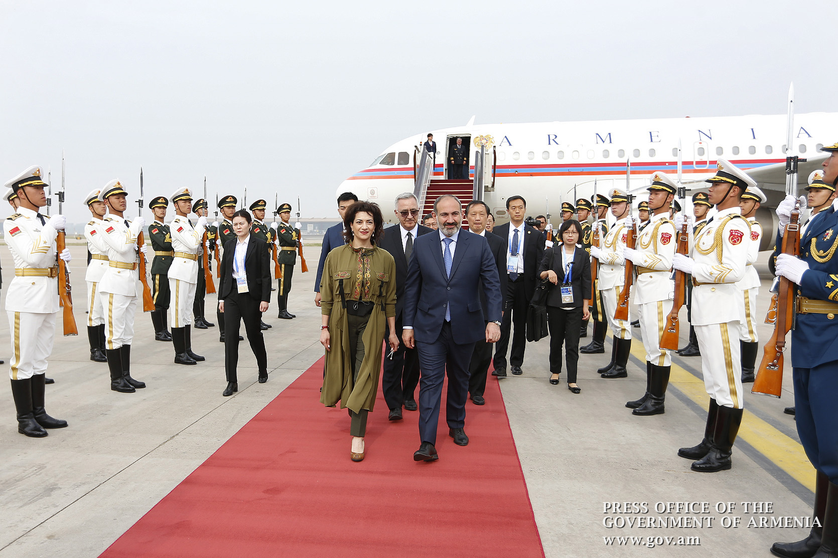 Премьер-министр Никол Пашинян вместе с супругой Анной Акопян с рабочим визитом прибыл в КНР