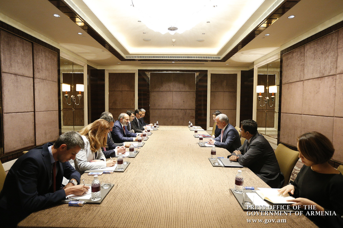 Armenian PM, Temasek Holdings representatives discuss cooperation prospects in technology sector