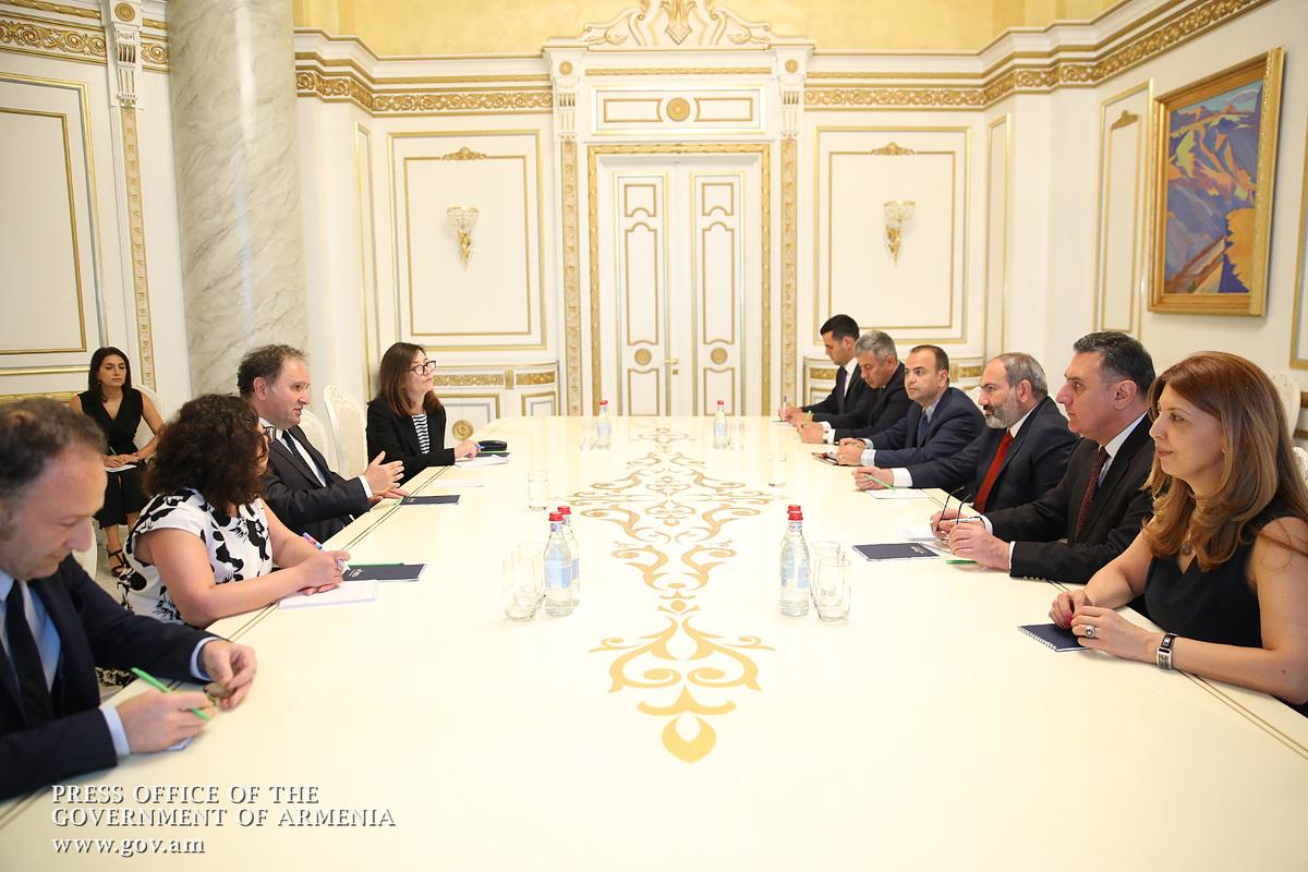 Никол Пашинян принял сопредседателя Координационного совета армянских организаций Франции Ара Тораняна