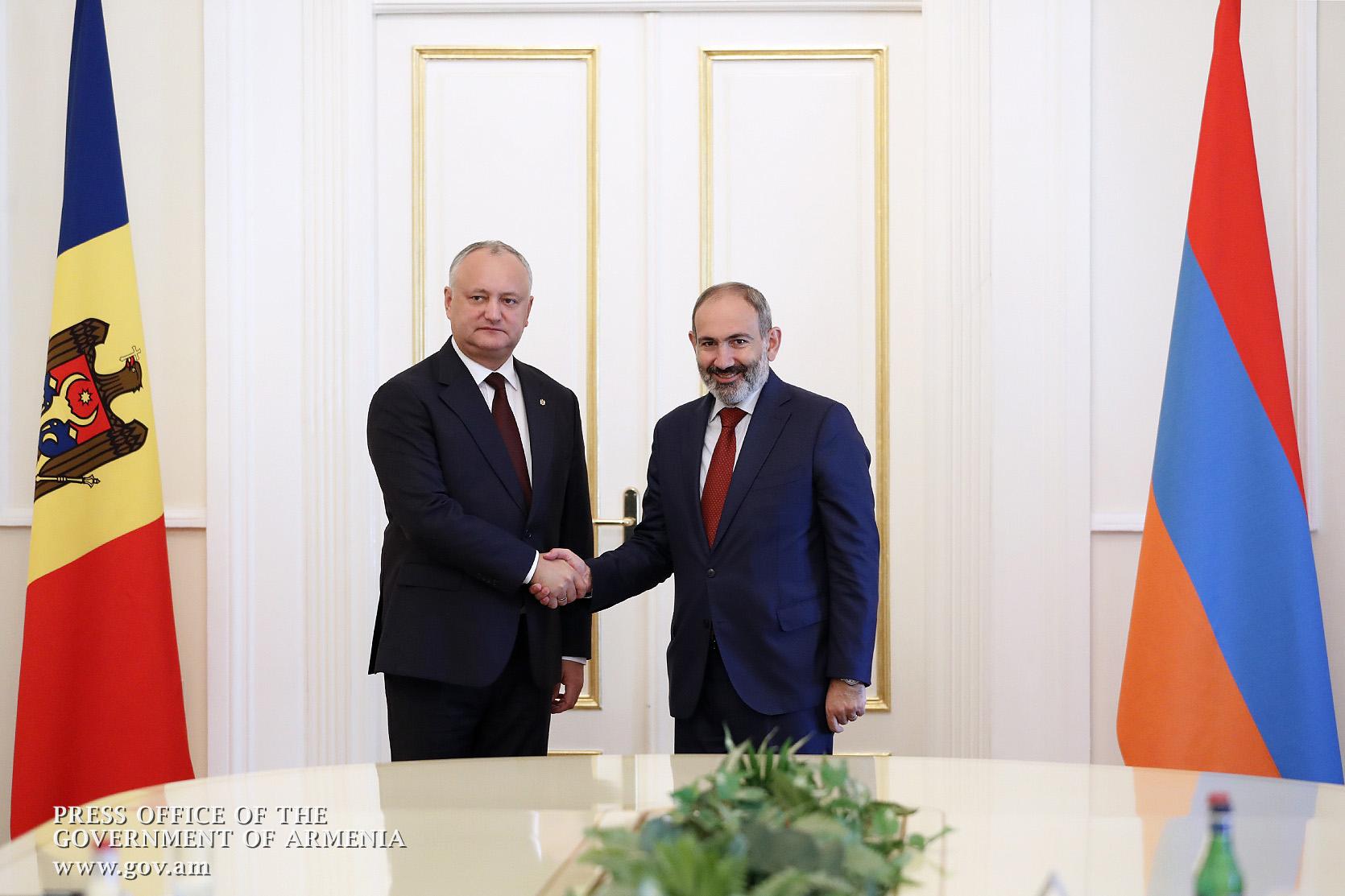 Мы должны работать в направлении укрепления наших торгово-экономических, политических связей: премьер-министр Армении встретился с президентом Молдовы