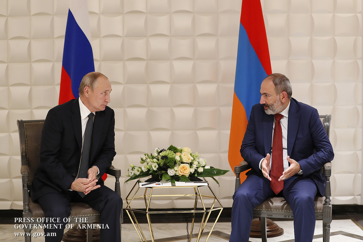 Putin invites Armenia's Pashinyan to Russia
