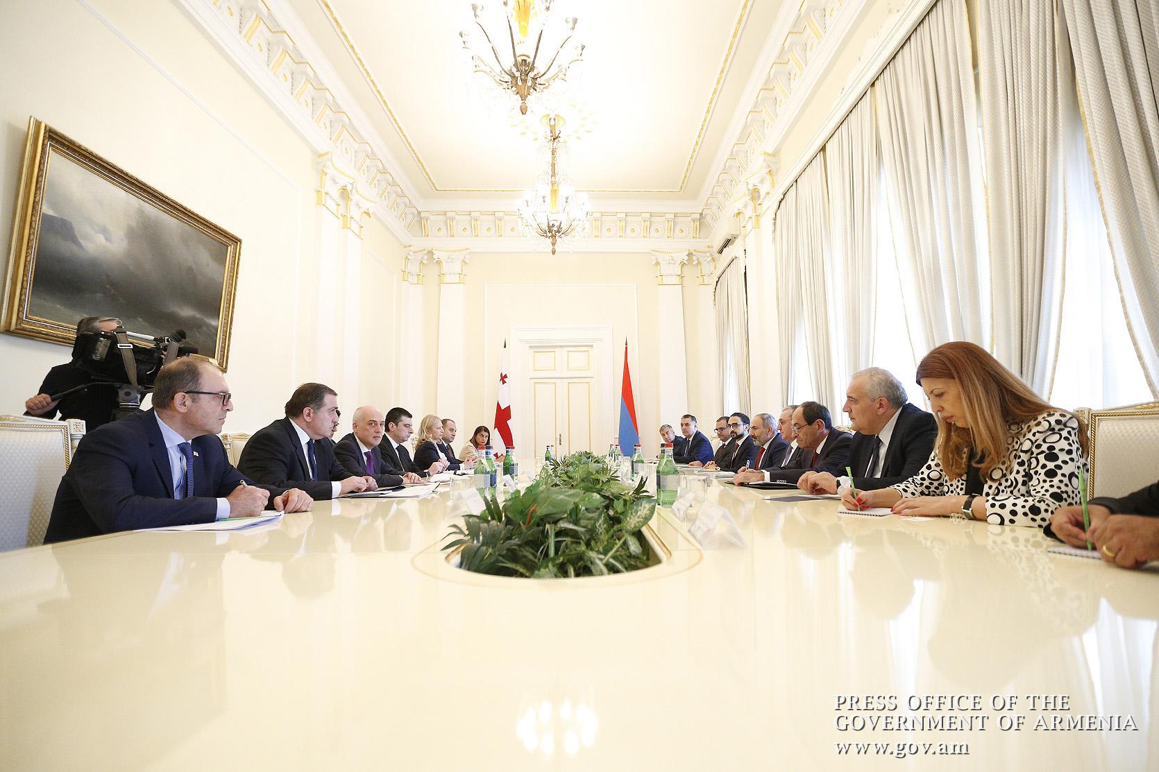 Rencontre de Nikol Pashinyan avec Giorgi Gakharia
