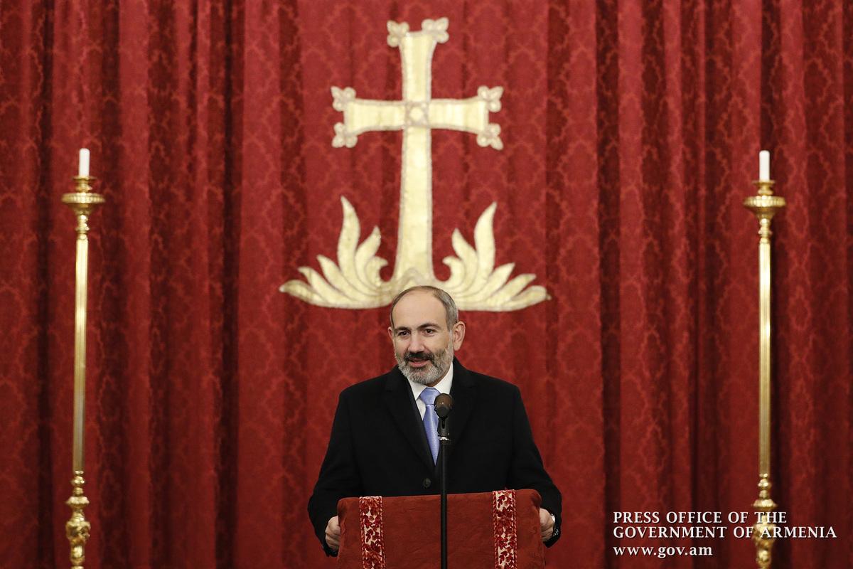 Азербайджанский блогер попросил у премьера Армении «мира» в церкви в Милане