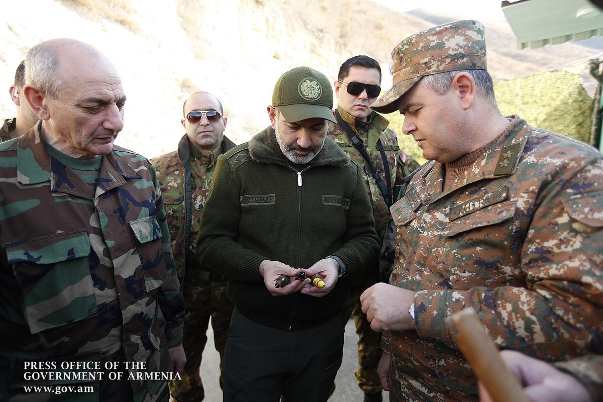 Пашинян рассказал, что обсудил в Степанакерте с кандидатами на пост президента НКР