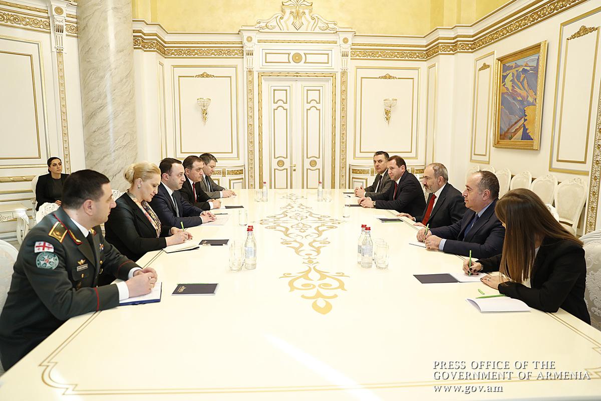 Премьер-министр Армении принял главу Минобороны Грузии