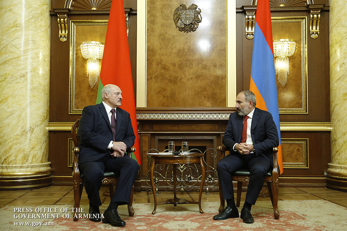 Лукашенко вновь коснулся обсужденной с Пашиняном темы образования цены на российский газ