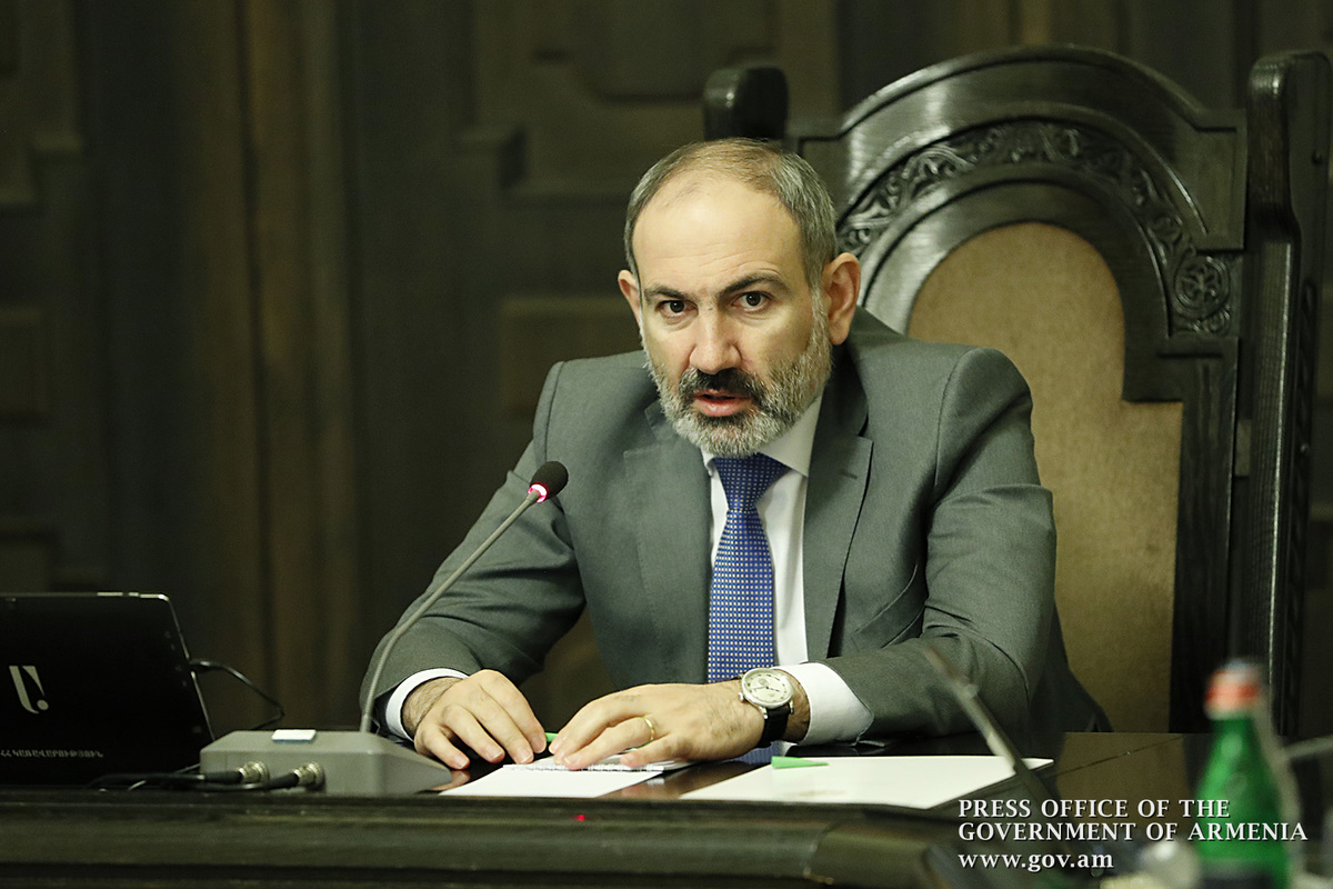 В правительстве Армении обсудили возможности смягчения ограничений на передвижение и экономическую деятельность при ЧП