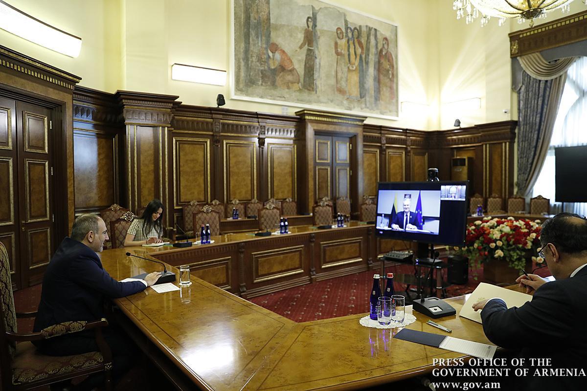 Премьер Армении и президент Литвы заявили о важности скорейшего перезапуска прямого авиарейса