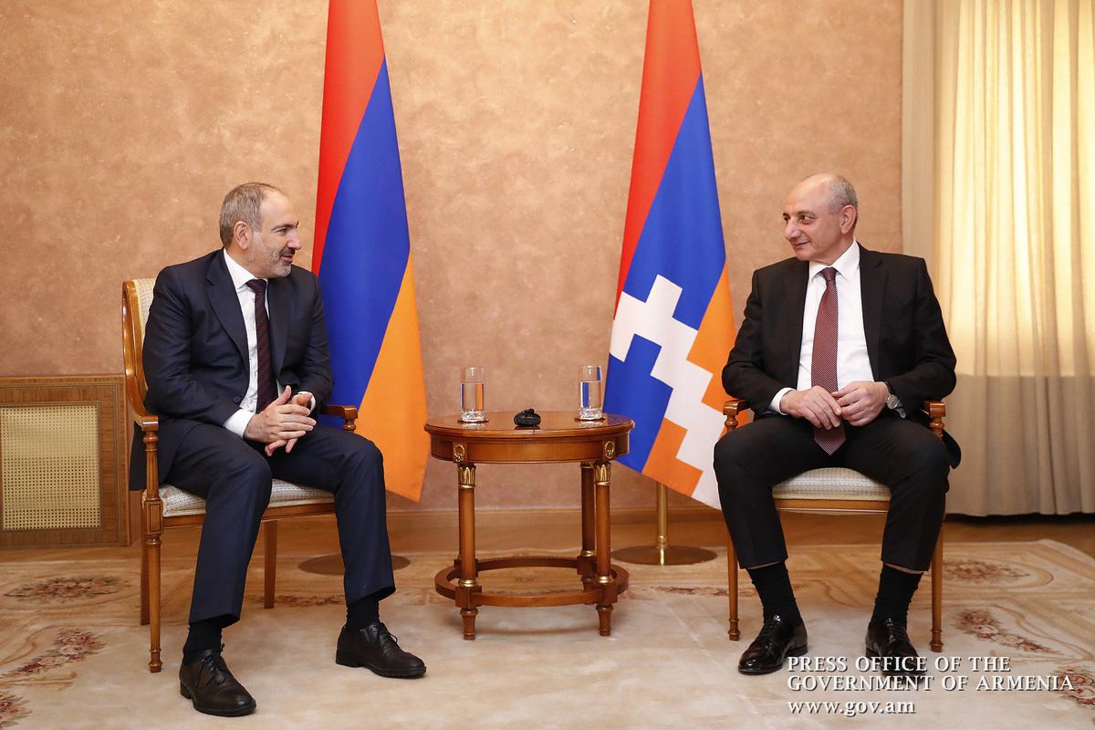 Никол Пашинян и Бако Саакян встретились в Арцахе