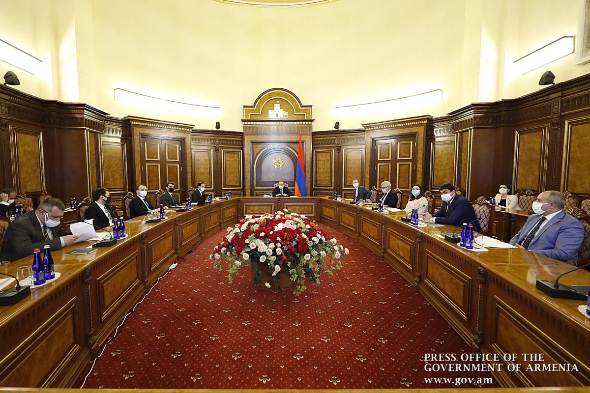 Премьер-министр подчеркнул важность стратегий развития цифровизации, военной и высокотехнологической промышленности