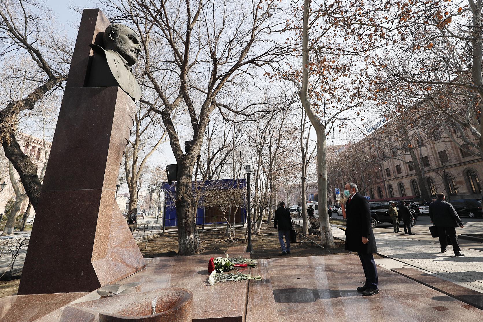 Никол Пашинян воздал дань уважения памяти Вазгена Саркисяна